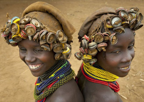 Ethiopian Tribe Turns Rubbish Into Beautiful Jewellery 5