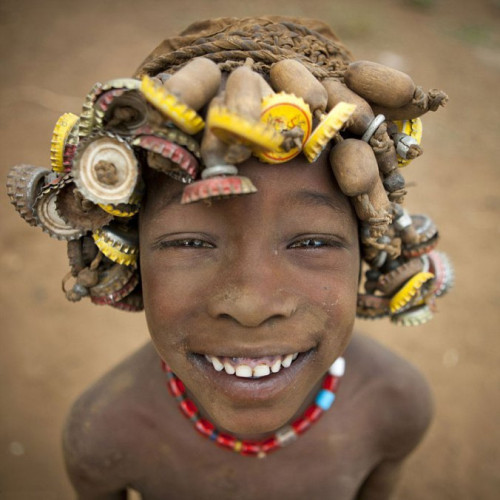 Ethiopian Tribe Turns Rubbish Into Beautiful Jewellery 2