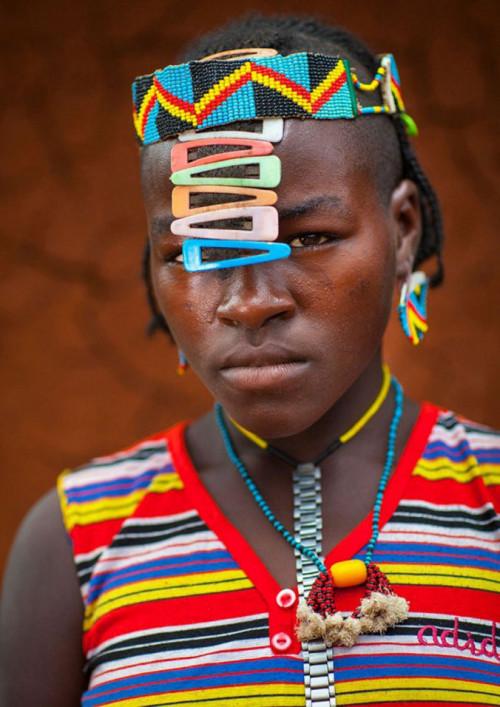 Ethiopian Tribe Turns Rubbish Into Beautiful Jewellery 6