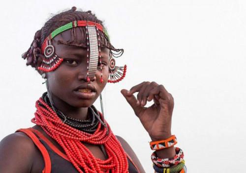 Ethiopian Tribe Turns Rubbish Into Beautiful Jewellery 9